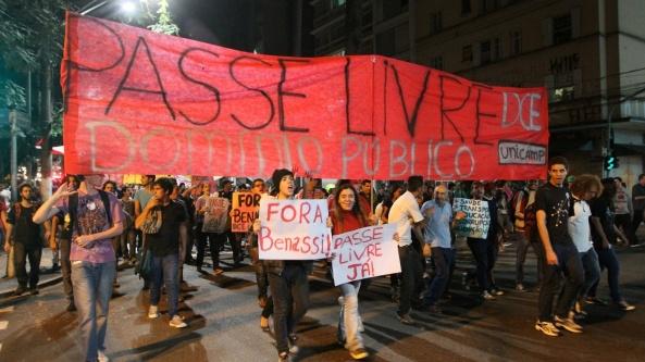 3jul2013---estudantes-protestam-por-passe-livre-nos-onibus-de-campinas-e-regiao-durante-passeata-que-seguiu-do-largo-do-rosario-ate-a-prefeitura-da-cidade-na-regiao-central-